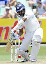 Thilan Samaraweera drives
