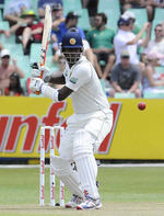 Angelo Mathews shapes up to pull