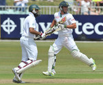 Hashim Amla and AB de Villiers during their 76-run stand
