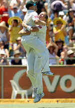 David Warner and Peter Siddle celebrate Australia's win