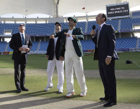 Misbah-ul-Haq wins the toss and chooses to bat