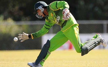 Salman Afridi attempts to save a run