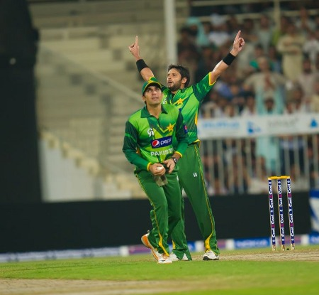 Shahid Afridi celebrates after dismissing Matthew Wade