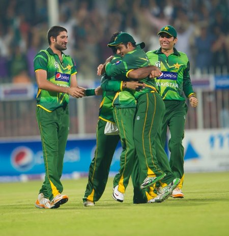 Pakistan players celebrate