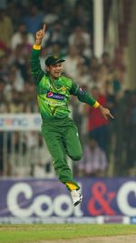Mohammad Hafeez jumps after seeing Michael Hussey's dismissal
