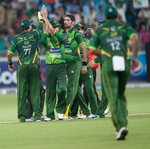 Pakistan gather after dismissing Michael Hussey