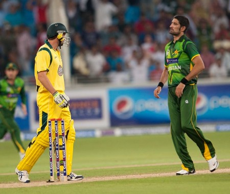 Sohail Tanvir and Ben Hilfenhaus stare each other with anger