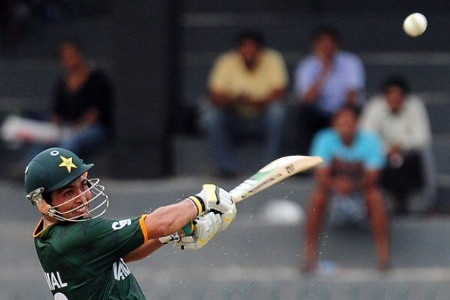Kamran Akmal ended the match with a six