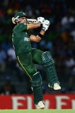 Umar Akmal pulls one for six