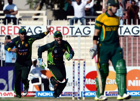Umar Akmal and Nasir Jamshed during the South African innings