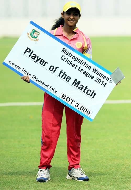 Sharmin Sultana with the Player of the Match award