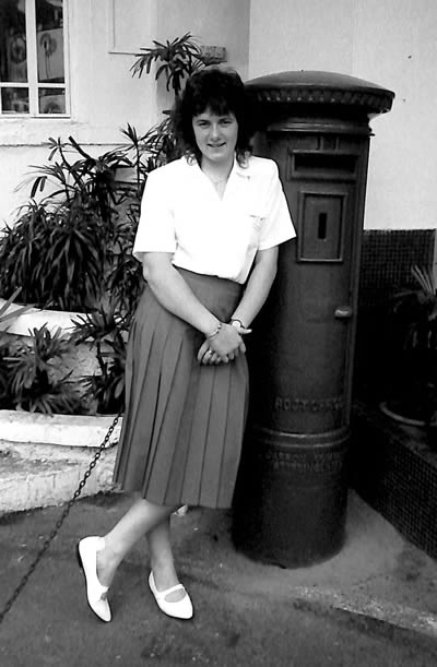 Clare Taylor outside Raffles Hotel, Singapore