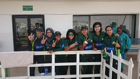 Pakistan players posing for a photograph