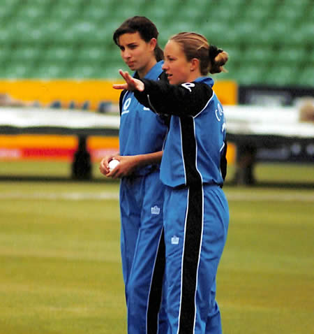 Clare Connor helps debutant Leanne Davis during the 5th ODI