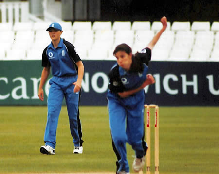 Debutant Leanne Davis bowling her first over during the 5th ODI