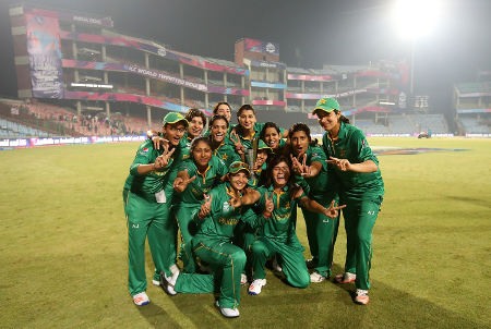 Pakistan celebrate after beating Bangladesh
