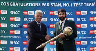 Misbah-ul-Haq receives the ICC Test Championship mace