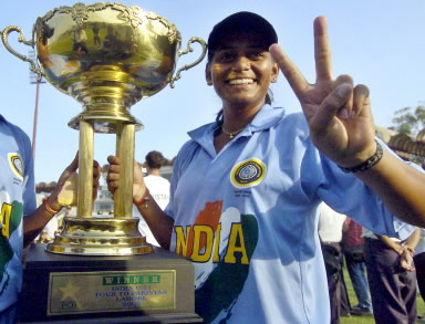 Karuna Jain holds the winning trophy