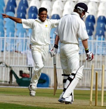 Yasir Arafat celebrates after dismissing Paul Collingwood in three-day match at Rawalpindi Cricket Stadium, 31 October 2005