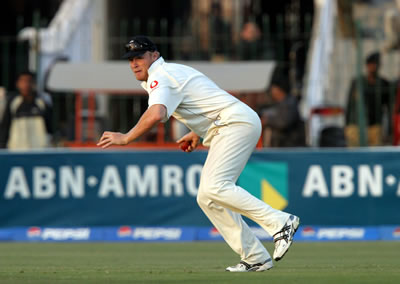 Andrew Flintoff about to throw a ball