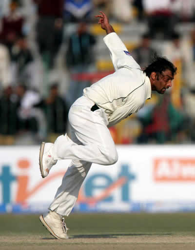 Shoaib Akhtar in action