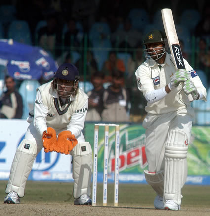 Shoaib Malik plays a cover drive