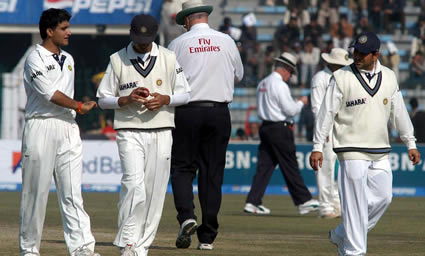 Saurav Ganguly having a chat with Rahul Dravid