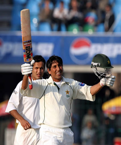 Younis Khan celebrates his 150