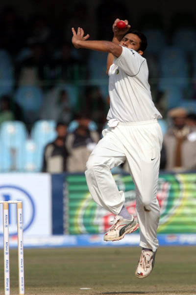 Anil Kumble delivers a ball