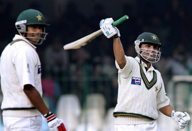 Kamran Akmal waves his bat after his century