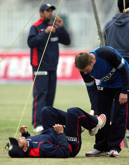 Physio giving medical treatment to Virender Sehwag