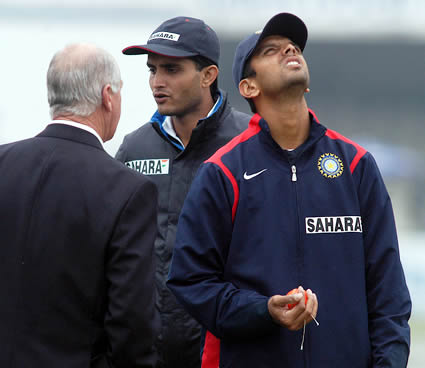 Dravid and Ganguly talking with Rudi Koertzen