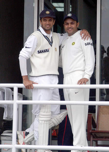Sehwag and Dravid standing outside the dressing room