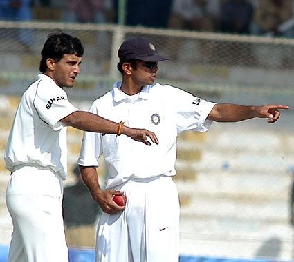 Ganguly sets field with Dravid
