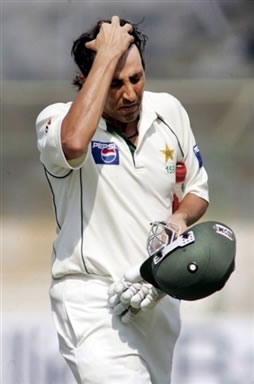 Younis walking back to pavilion