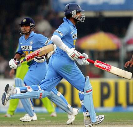 Sachin Tendulkar and Yuvraj Singh running between the wickets