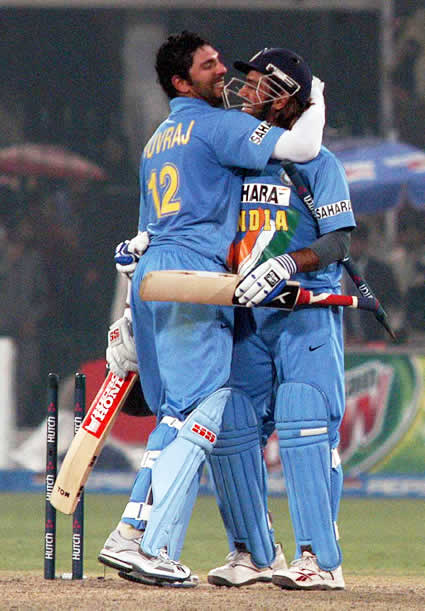 Yuvraj Singh and Mahendra Dhoni hugges after victory