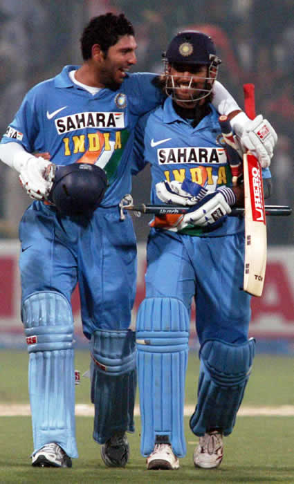 Yuvraj Singh & Mahendra Dhoni coming back to pavilion after victory