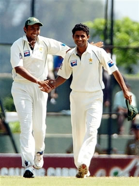 Razzaq congratulates by Kaneria after taking a wicket