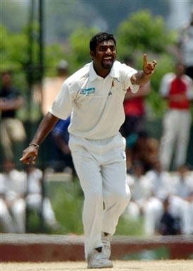 Muralitharan makes an unsuccessful appeal for a lbw