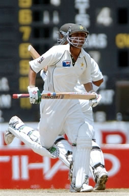 Younis Khan runs between wickets
