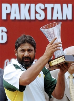 Inzamam-ul-Haq holds the series trophy