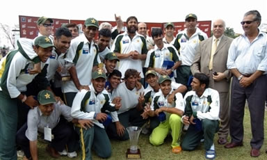 Pakistan cricket team pose with the trophy