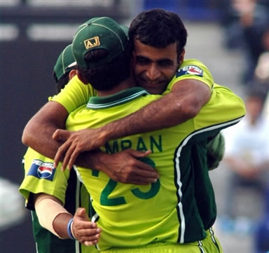 Iftikhar Anjum celebrates with Imran Farhat after taking a wicket