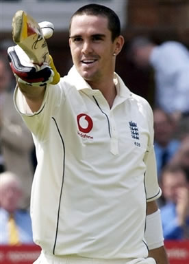 Pietersen raises his bat after his first century in Lords