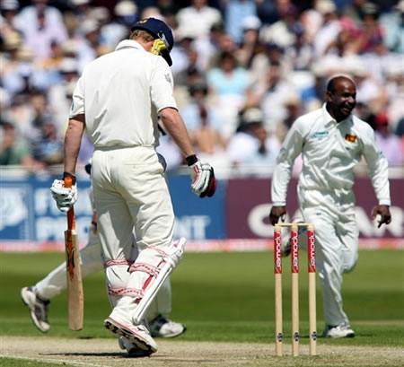Jayasuriya celebrates after the dismissal of Flintoff
