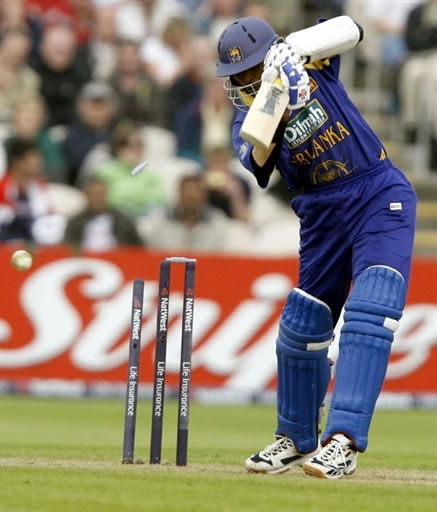 Dilshan is bowled by Plunkett
