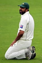 Inzamam-ul-Haq reacts as Imran Farhat drops the catch of Cook